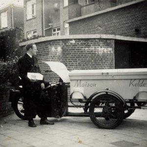 Maison Kelder, banketbakkerij, Weissenbruchstraat, motorcarier, jaren 60