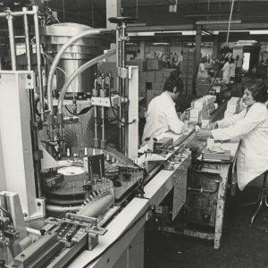 Indola, interieur fabriek Handelskade 39, Rijswijk, 1977