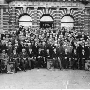 Groepsfoto grossiers Felix Kattenbrood, 1938