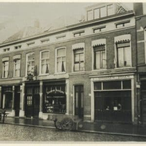 Smederij W.G. Feenstra, Sumatrastraat 242-256.