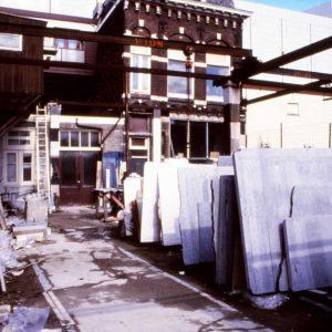 Bakker, steenhouwerij, opslag Leeghwaterstraat, ca. 1990
