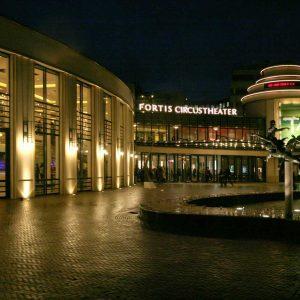 Circustheater bij avond, 2008