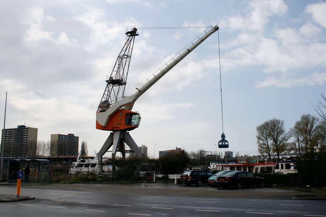 Het laatste restant van de firma Fabriton in de Laakhaven de havenkraan aan de Neherkade, 2015.