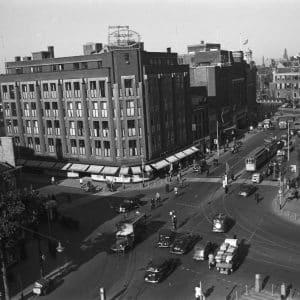 Overzicht hoek Haags Modehuis, 1950