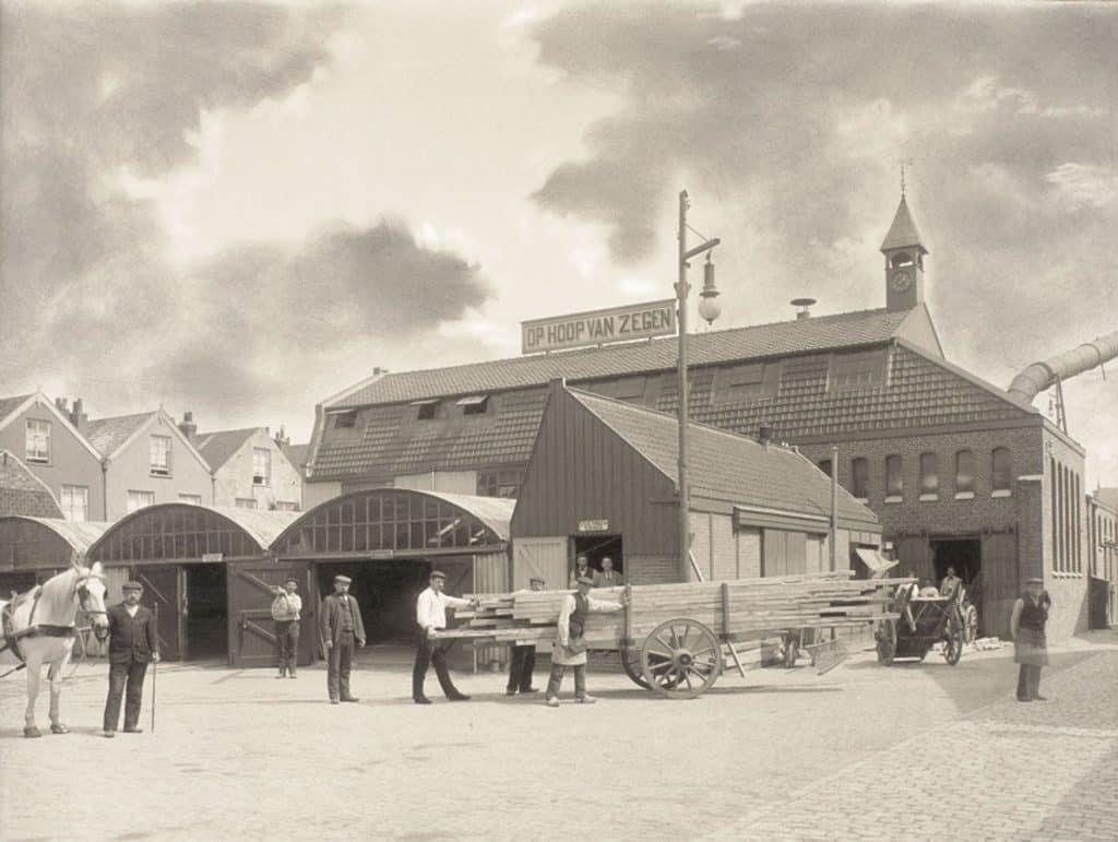 Dekker Hout aan de Houtzagerssingel, rond 1910