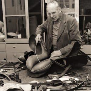 Jonas Bouman, tuig- en zadelmaker, Denneweg 66, ca. 1976