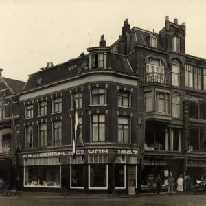 P.B. van Moorsel, meubelwinkel, Torenstraat, 1927