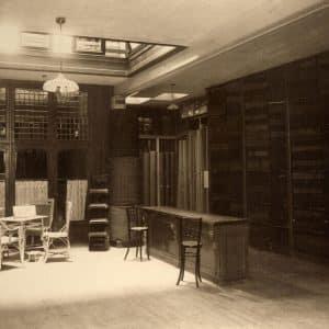 P.B. van Moorsel, Kerkplein 12, tapijten en stoffen, 1912
