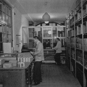 Schilte, magazijn koffie, thee en tabak, Nieuwstraat, 1943