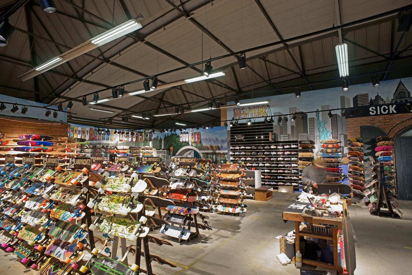 De Sickboardswinkel in de voormalige hal van Beers (Foto: Gert van Santen)