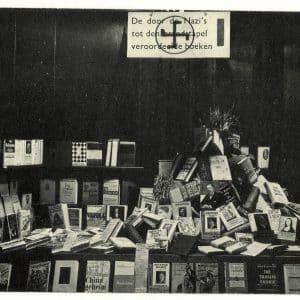 Boekhandel De Vijf Vocalen, brandstapeletalage,1933