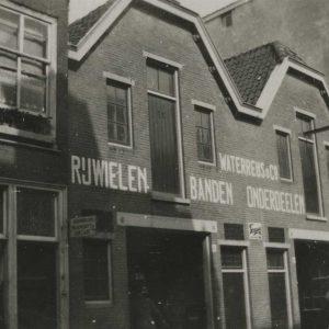 Waterreus, rijwielen, Assendelftstrat 8-10, 1930