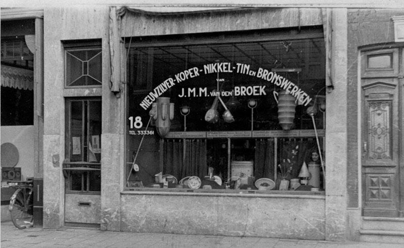 Winkel Van den Broek, Witte de Withstraat 18