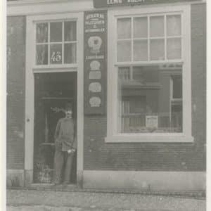 Kazernestraat 43, rijtuigfabriek van W.G.J. van den Bergh