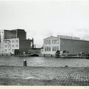 Boes, P.J., Meubelindustrie (1900-1955) 3e Van der Kunstraat 6-12, gezien vanaf de Neherkade.