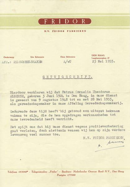 Het getuigschrift dat de heer Alberse bij zijn vertrek in 1955 meekreeg,
