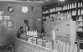 RMI-winkel met melk en zuivelproducten.